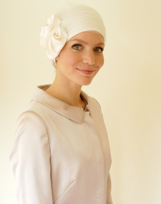 Side view of cream tulle wedding turban
